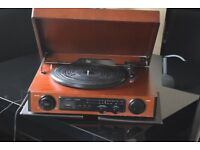 EL-1699 WOODEN RECORD PLAYER/RADIO/BUILTIN SPEAKERS CAN SEEWORKING