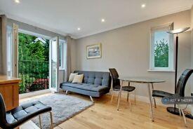 2 bedroom flat in Ryefield Crescent, Northwood, HA6 (2 bed) (#1142599)