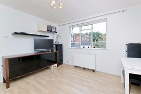 Stunning high spec studio to rent on residential square in Camden! £300 pw!
