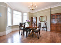 *** Lovely Antique Yew Veneer Wood Dining Table + 8 Antique Victorian Chairs***