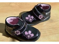 Beautiful Clarks Leather first shoes - ONLY WORN TWICE -