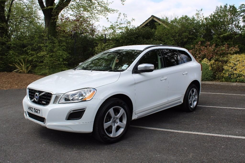 deposit taken 2010 volvo xc60 r design d3 auto white full service history excellent. Black Bedroom Furniture Sets. Home Design Ideas