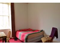 Quiet & Large Double Bedroom near Tramway