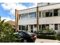 3 bedroom house in Park Road, Kingston Upon Thames, KT2
