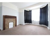 3 bedroom flat in Lambourne Gardens, Chingford, E4
