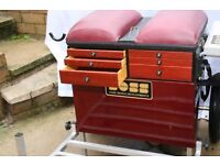 Boss Seat box with all accessories in excellent condition