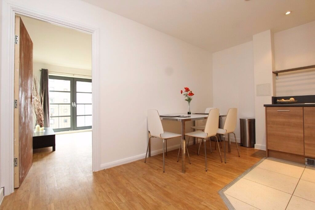 BEAUTIFUL AND MODERN FLAT WITH LIVING ROOM! NEXT TO LIME HOUSE! MOVE IN ASAP!