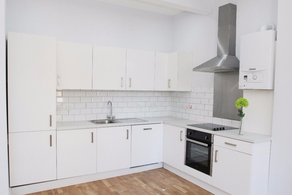 **BRAND NEW** SECONDS AWAY TO TUBE CLOSE TO ALL AMENITIES