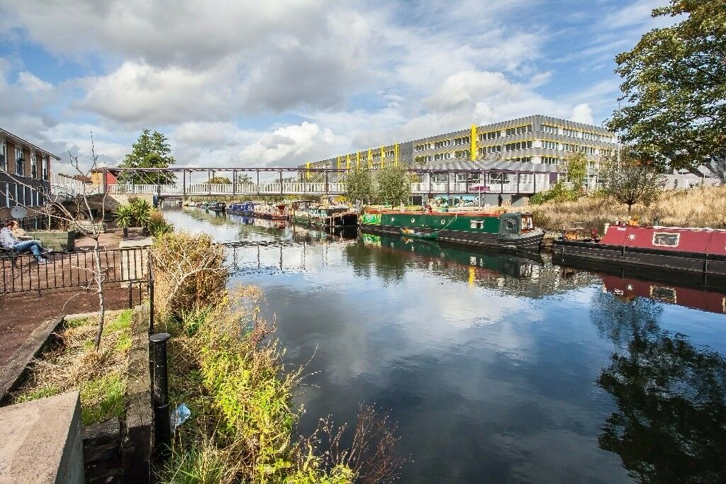 One of a kind 2 bed flat in Hackney Wick with an amazing view of the canal.