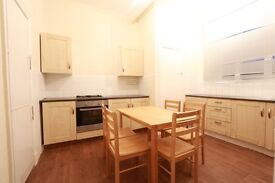 4 bedroom flat in Castle Parade, By-Pass Road, Ewell, KT17