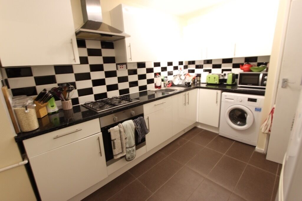 2 BED FLAT. Ideal for Alexandra Palace. N22 N10. AVAILABLE TODAY. Furnished. REFURBISHED. MODERN