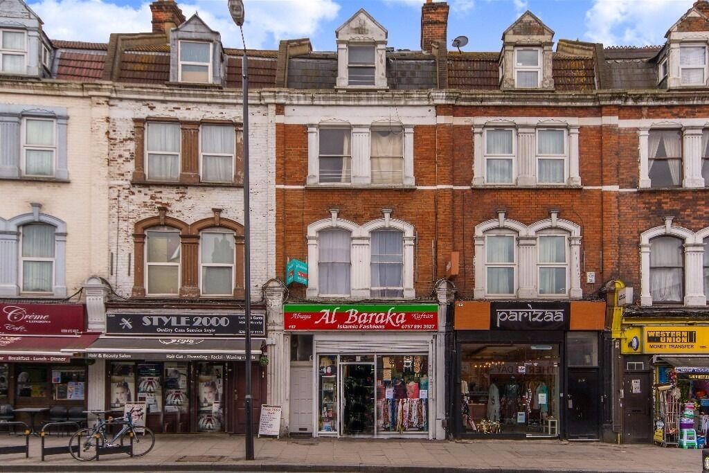 ***UPPER TOOTING ROAD, SW17 - A STUNNING LARGE 2 BEDROOM FLAT MOMENTS FROM TOOTING BROADWAY***