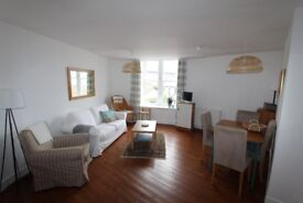 Fully furnished 2 bedroom victorian flat in South Queensferry, with views of the bridges.