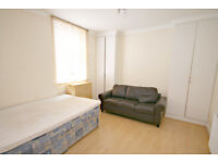 LOCATION LOCATION LOCATION........ CALL NOW PATRICIA ON 02084594555 TO ARRANGE A VIEWING!!