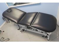 Adjustable electrically operated hydraulic beauty bed