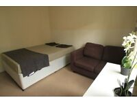 WONDERFULL DOUBLE ROOM IN FANTASTIC HOUSE IN ARCHWAY! SPECIAL SUMMER OFFER! ALL BILLS INCLUDED (28j)