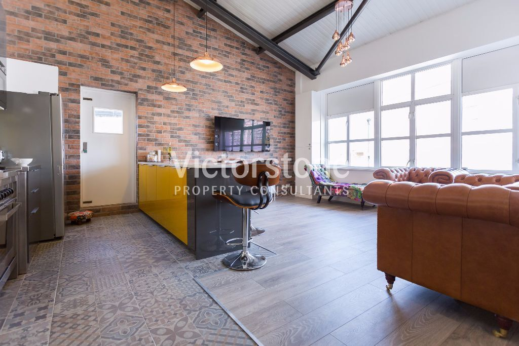 STUNNING 2 BEDROOM WAREHOUSE CONVERSION CANARY WHARF LIMEHOUSE