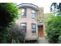 Truly Amazing 4 bedroom house with roof terrace and garage close to Highgate tube