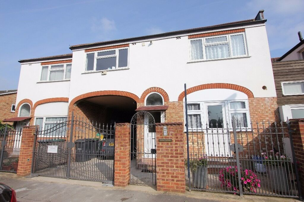 Fortis Green: Grnd flr Studio in gated development near East Finchley tube. Avail Now - Furnished