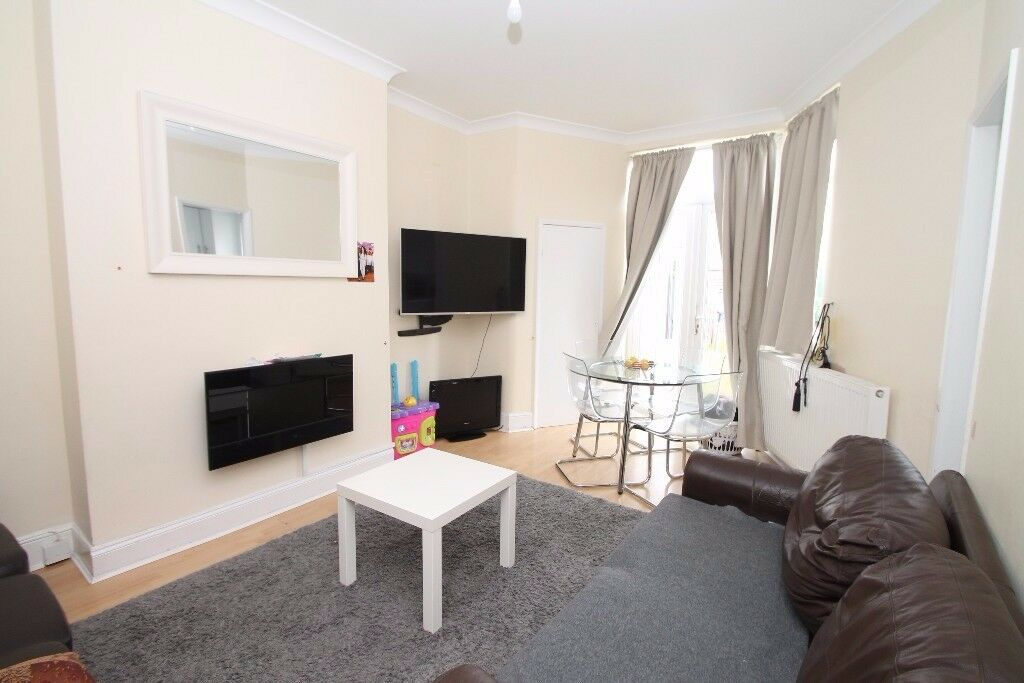 A one bedroom ground floor garden flat located close to Green Lanes's shops, bus routes & station