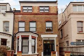 Studio flat in Adolphus Road, London, N4 (#1241220)