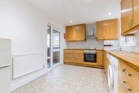 4 bedroom flat in Camden Square, Camden, NW1