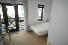 STUNNING DOUBLE ROOM near Canary Wharf