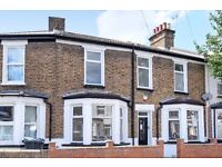 THREE BEDROOM HOUSE ON CONINGSBY ROAD WITH WEST FACING GARDEN & PARKING £2400 PCM