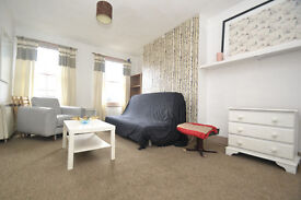 A top floor one bedroom flat located within 10 mins walk to either Archway or Holloway Tube Stations