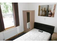 Double Bedroom with En-suite & Kitchenette situated on the London Road - Parking Available !!