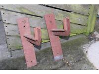 Heavy duty steel shelving brackets