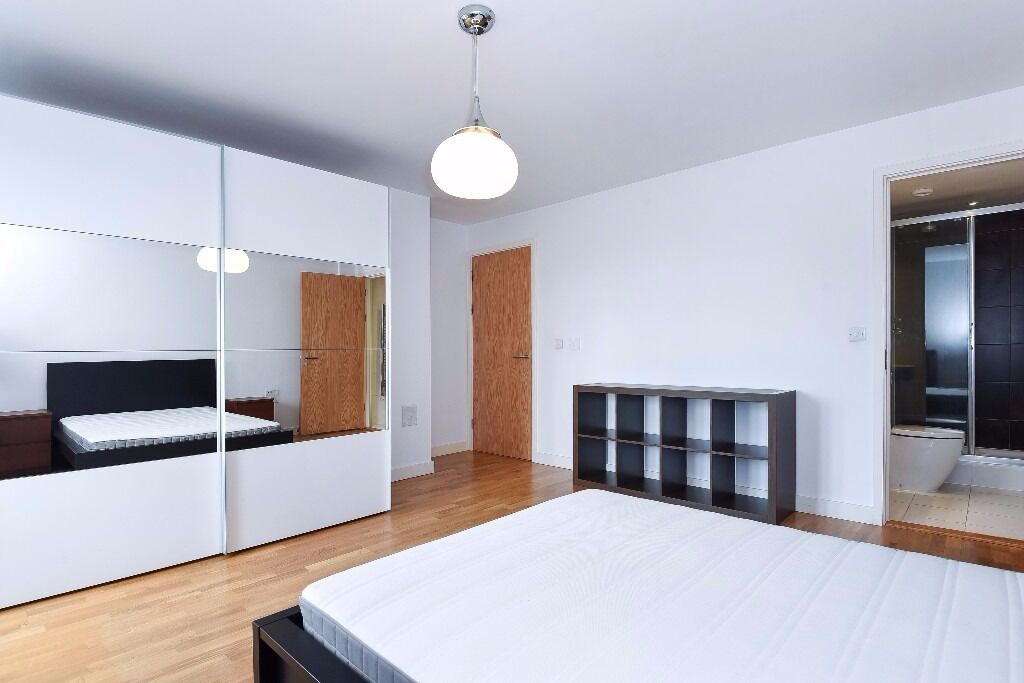 AN AMAZING OPPORTUNITY FOR A STUNNING TWO BED MOMENTS FROM HIGHBURY & ISLINGTON TUBE STATION!!