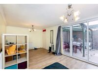 Large 3/4 bedroom property suitable for 4 people in Caledonian Road! Available now! £550 pw!