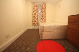 AMAZING HOUSE!ALL BILLS PAID-FURNISHED ROOM-FREE WIFI-BIG GARDEN