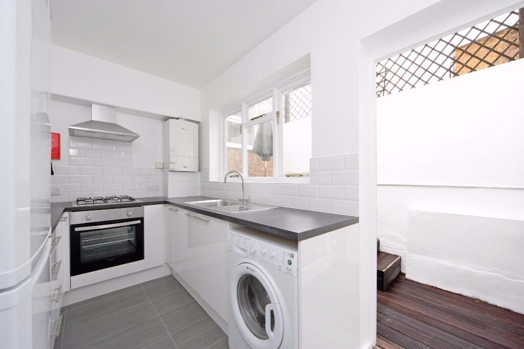 Brand New 2 Bedroom Apartment - Fulham - Furnished