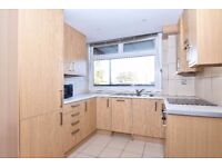 A newly refurbished four bedroom split level apartment to rent in Kingston. Duxford.