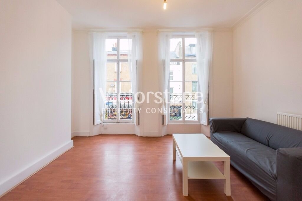 SPACIOUS SPLIT LEVEL ONE BEDROOM FLAT MINUTES FROM MORNINGTON CRESCENT STATION