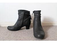 Shuropody Grey Boots - £10