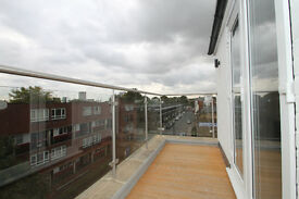 Newly refurbished spacious penthouse four double bedroom apartment with roof terrace in Islington N7