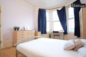 MASSIVE Double Room in TURNPIKE LANE** Special Offer !!! LIVING ROOM + GARDEN
