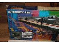 HORNBY No.R824 (1997 VERSION ) BR 225 INTERCITY TRAIN SET (USED)