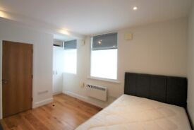Studio Flat for Rent - Ideal for Professional - Furnished - Entryphone - Near Amenities & Station