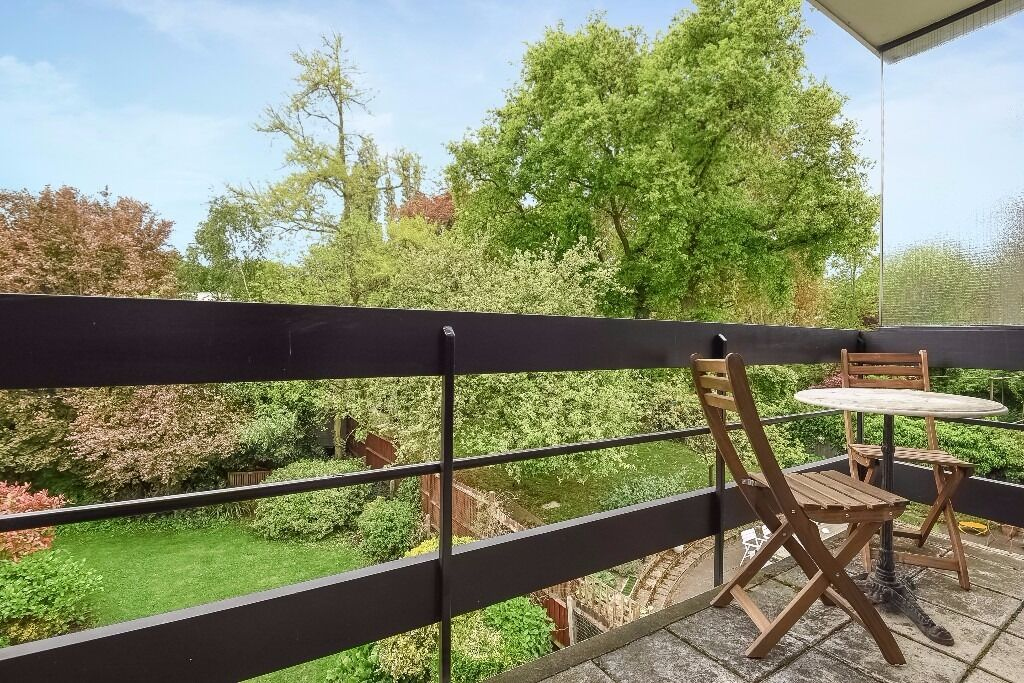 * Beautifully presented modern one bedroom apartment with balcony, Brook Lodge, Coolhurst Road, N8 *