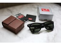 Ray-Ban Wayfarer Folding Classic Black Sunglasses. RB4105