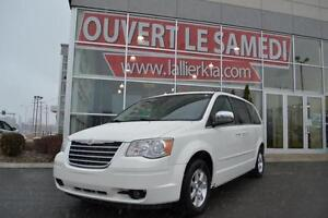 2008 Chrysler Town & Country Touring OPEN ON SATURDAYS