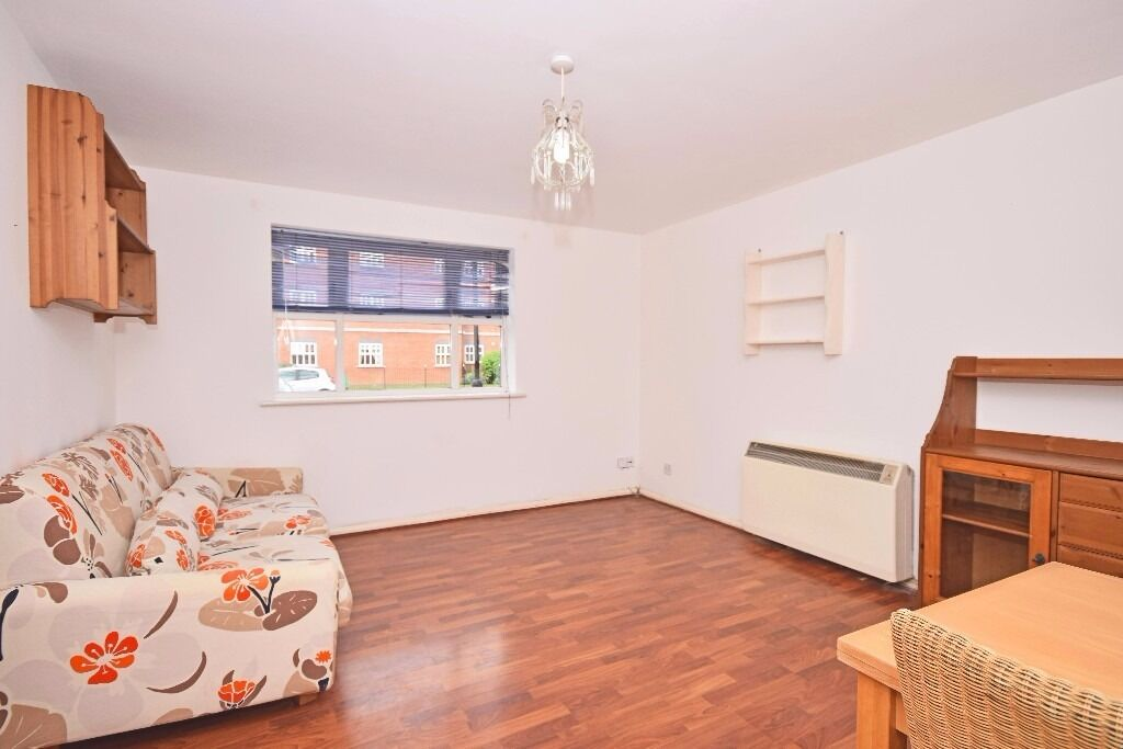 Stunning and modern 2 bedroom apartment in the popular Heritage Park Development in Tooting Bec!!