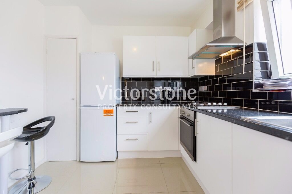4 BEDROOM FLAT IN WHITECHAPEL ONLY £500 PER WEEK AVAILABLE NOW - SHOREDITCH STEPNEY