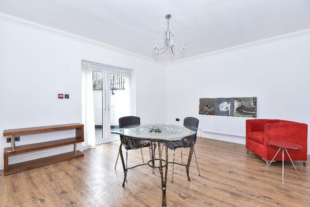 **A lovely TWO bed, TWO bathroom period conversion in the heart of Grove Park Chiswick - £1650pcm**