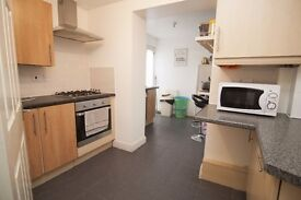 Wonderful 2 bedroom ground floor flat available in Chadwell Heath RM6. Available NOW!