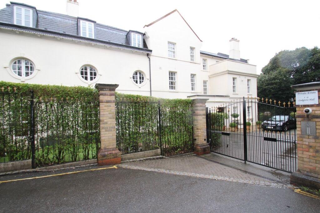 2 bedroom flat in Ludgrove Hall, Games Road, Cockfosters, EN4